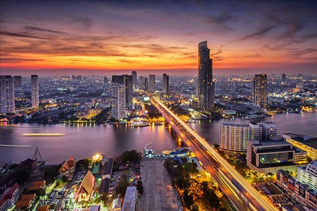 ttps://thumb9.shutterstock.com/display_pic_with_logo/2413226/268422755/stock-photo-bangkok-city-at-sunset-taksin-bridge-268422755.jpg
